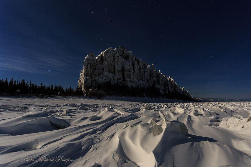 ночь, ночное небо, луна, звезды, горы, зима, снег, холод, путешествия, якутия, ленские столбы Полуночный замокphoto preview