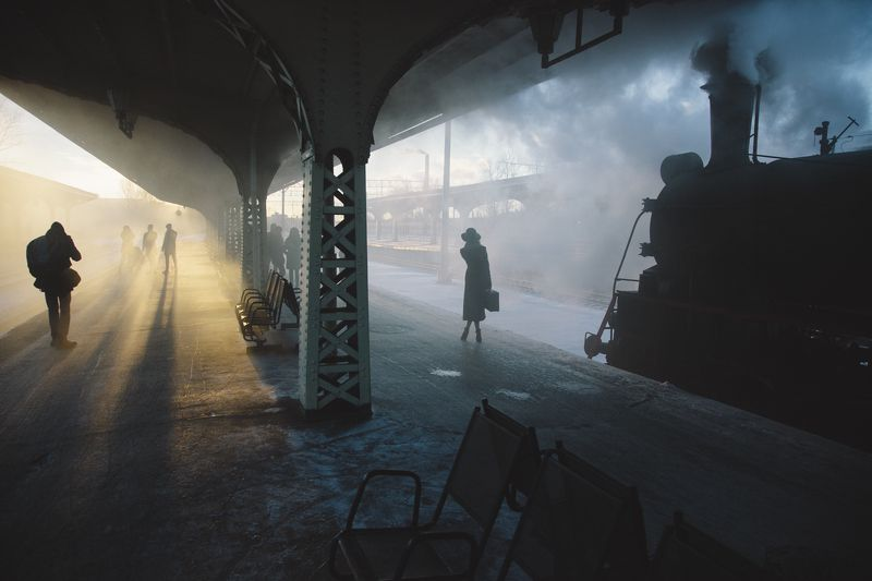 девушка, паровоз, жд, свет, январь, 2018, ретро, вокзал, питер Два времени Витебского вокзалаphoto preview
