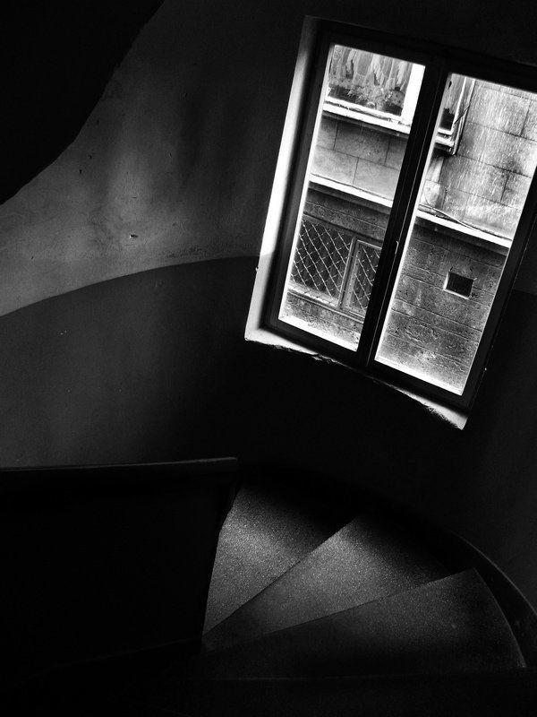 Вниз по лестнице по этойphoto preview