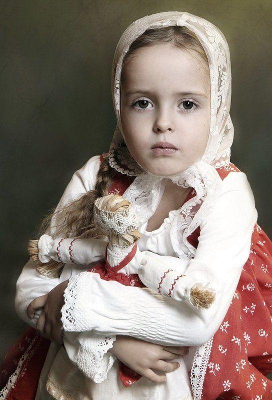 дети, портрет, девочка куклаphoto preview