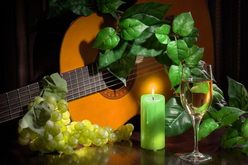 настроение, лирика, гитара, виноград, натюрморт, свеча, зеленые листья, бокал, белое вино, романс Лирическоеphoto preview