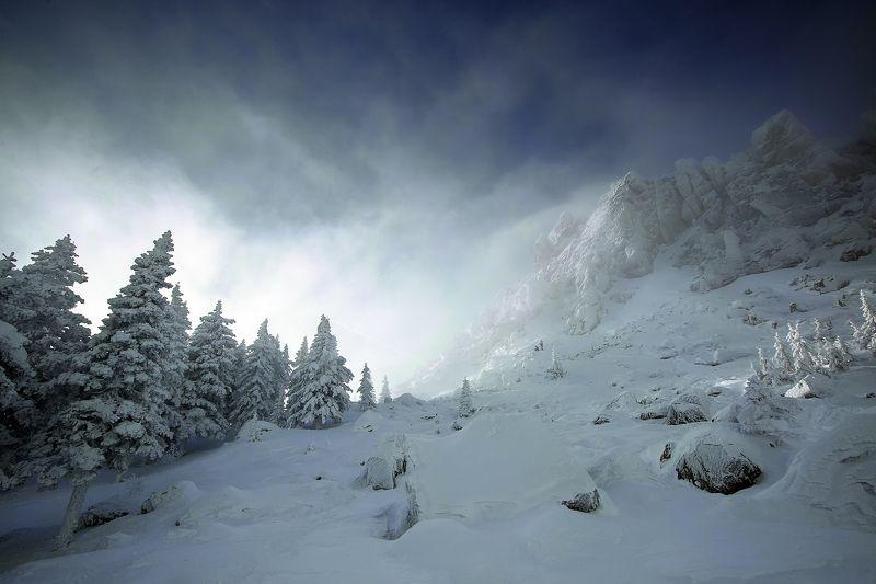 Таганай, горы, снег, зима, метель, Златоуст, тайга, путешествия Откликной гребень и плато Дьяволаphoto preview