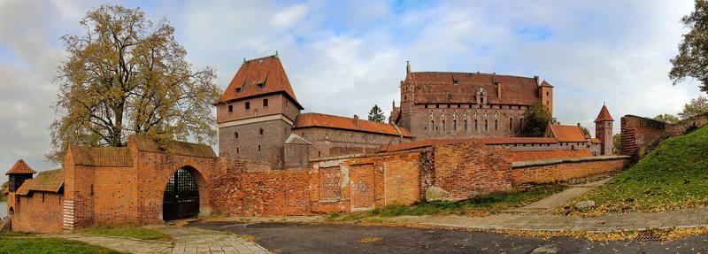 Панорама замка Мальборк. Польшаphoto preview