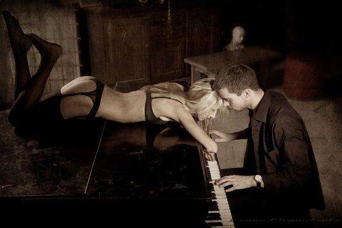 seks-zhenshina-pianistka