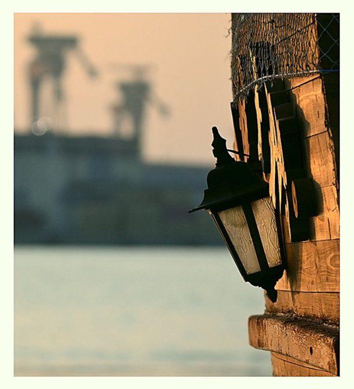 Пристань, море и фонарьphoto preview