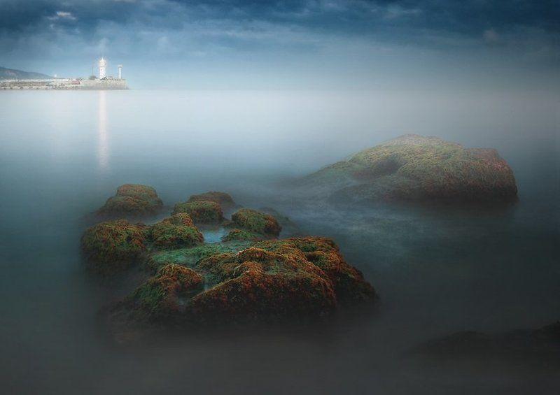 ялта, призраки, апрель 2007 Ялта. Призраки Черного моря..photo preview