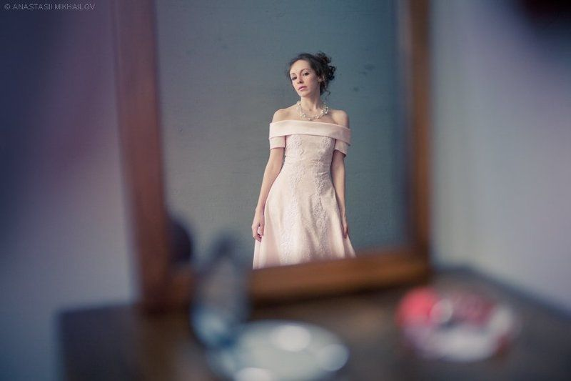 отражение, зеркало, платье В зеркалеphoto preview