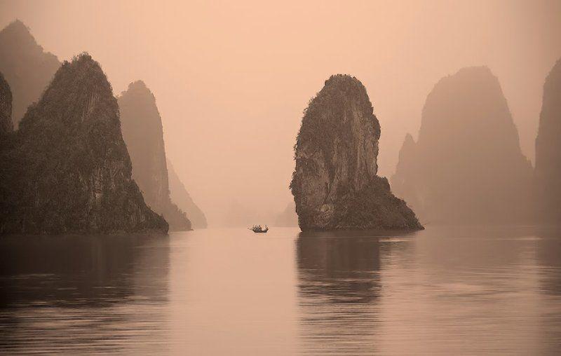 халонг бэй, вьетнам Кинг-Конг жив. Пробуждениеphoto preview