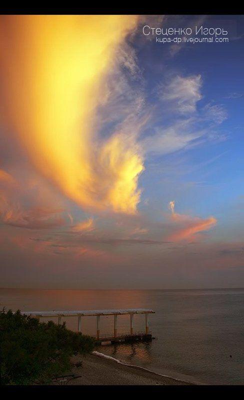 море, сочи, пирс, буй, закат Одинокие друзья пирс и буй, встречающие закатphoto preview