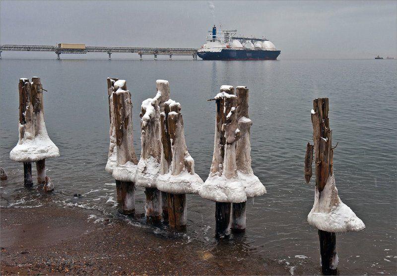 сахалин,  море,  зима,  газпром,  обледенелые Как  провожают  пароходы...photo preview