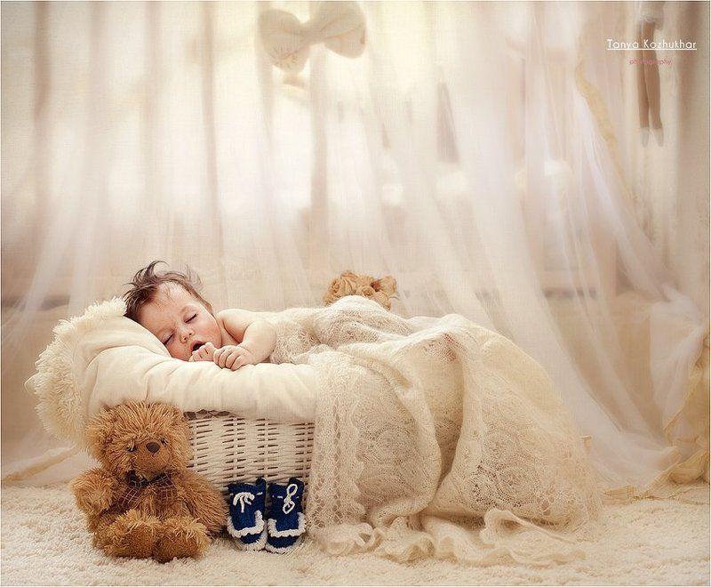 дети, малыш Спи, мой сыночек, спи, мой звоночек родной...photo preview
