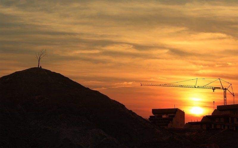 закат, человек, строительство, одиночество Урбанистический этюдphoto preview