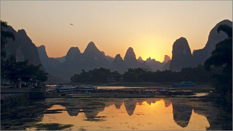 li river,lijiang river,xingping,china Закат на реке Лицзянphoto preview