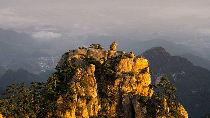 хуаншань,китай,huangshan Stone Monkey Gazing over the Sea of Cloudsphoto preview