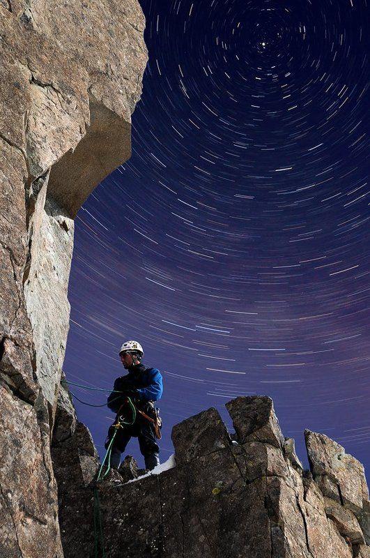 горы, снег, скалы, камни, небо, ночь, звёзды, астро, альпинизм, альпинист, 2011, россия Утро альпинистаphoto preview