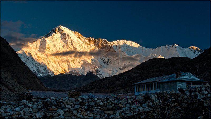 гималаи,горы,ледник,вершина,рассвет,чо-ойю рассвет над крышамиphoto preview