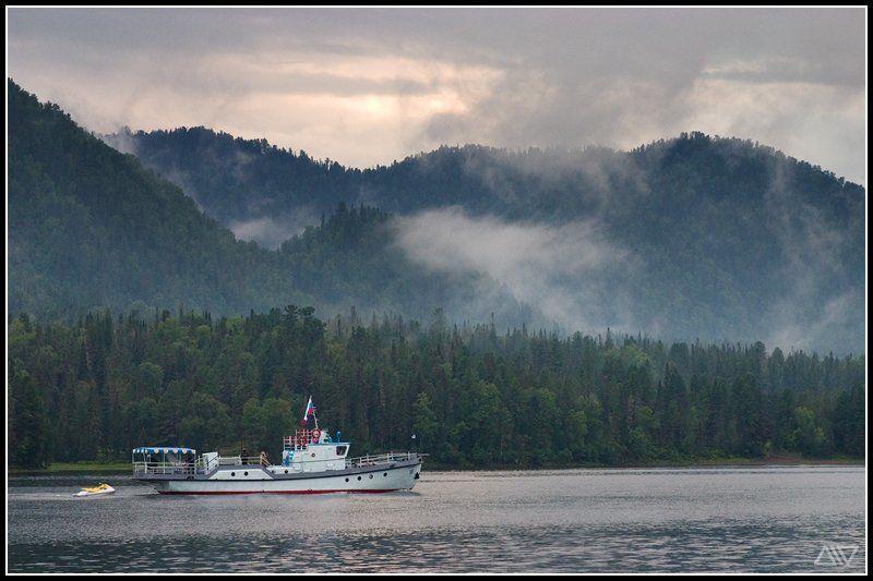 телецкое озеро вечер катер Домойphoto preview
