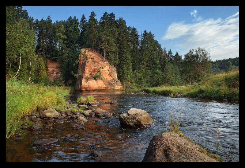 лето, утро, август, вода, камни, сосны, красная, скала, песчаник, лесная, форелевая, река, amata, амата, латвия, утёс, звартес Река красных скал. Утёс Звартесphoto preview