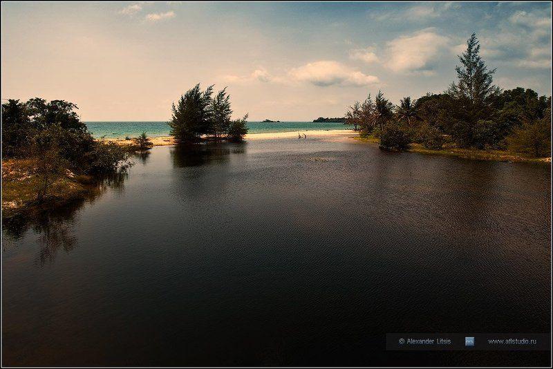 река, море, берег, пляж Две водыphoto preview