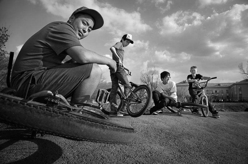 Фрирайдеры, юные экстрималы нашего двора ...photo preview