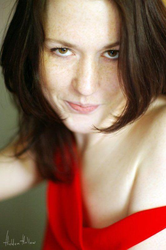 девушка, портрет, красное, настроение Игривое Настроениеphoto preview