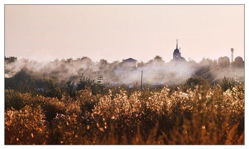 Туманное утро у церквиphoto preview