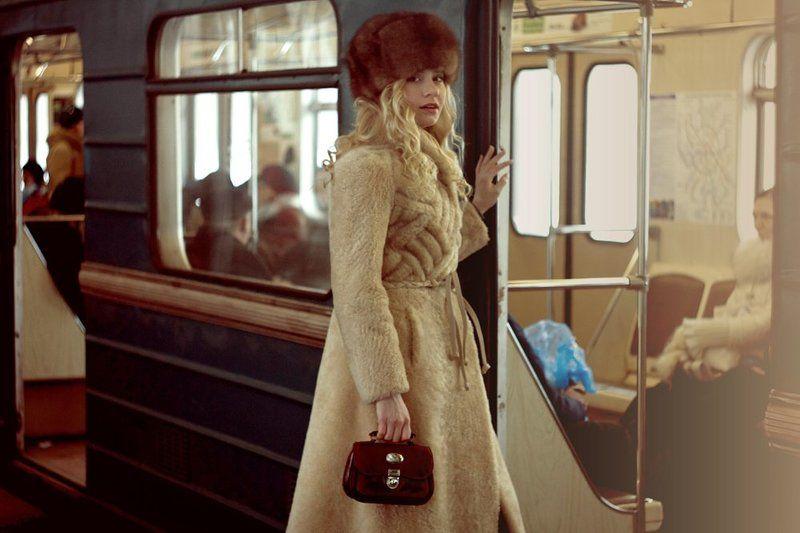 жанровый, портрет в метро.photo preview