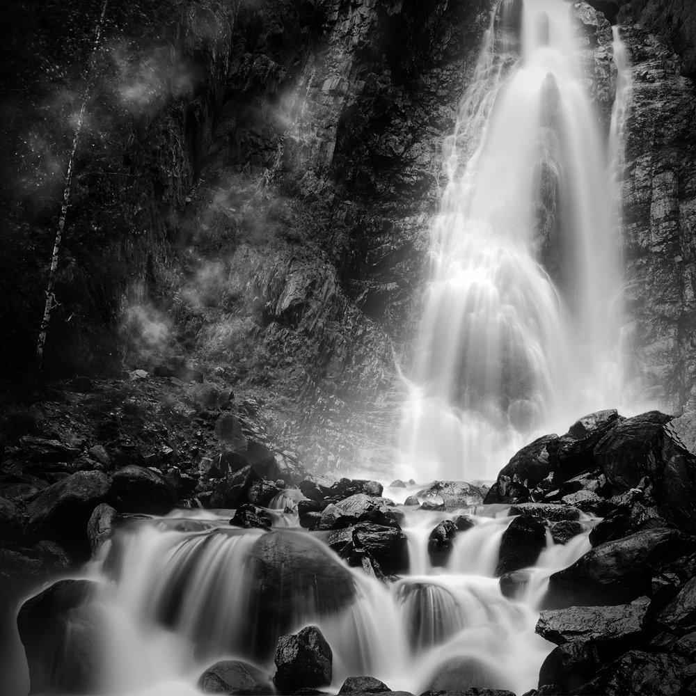 пейзаж, природа, вода, водопад, чб, чернобелое, камни, брызги, туман, квадрат, большой, красивая, высокий, Дмитрий Антипов