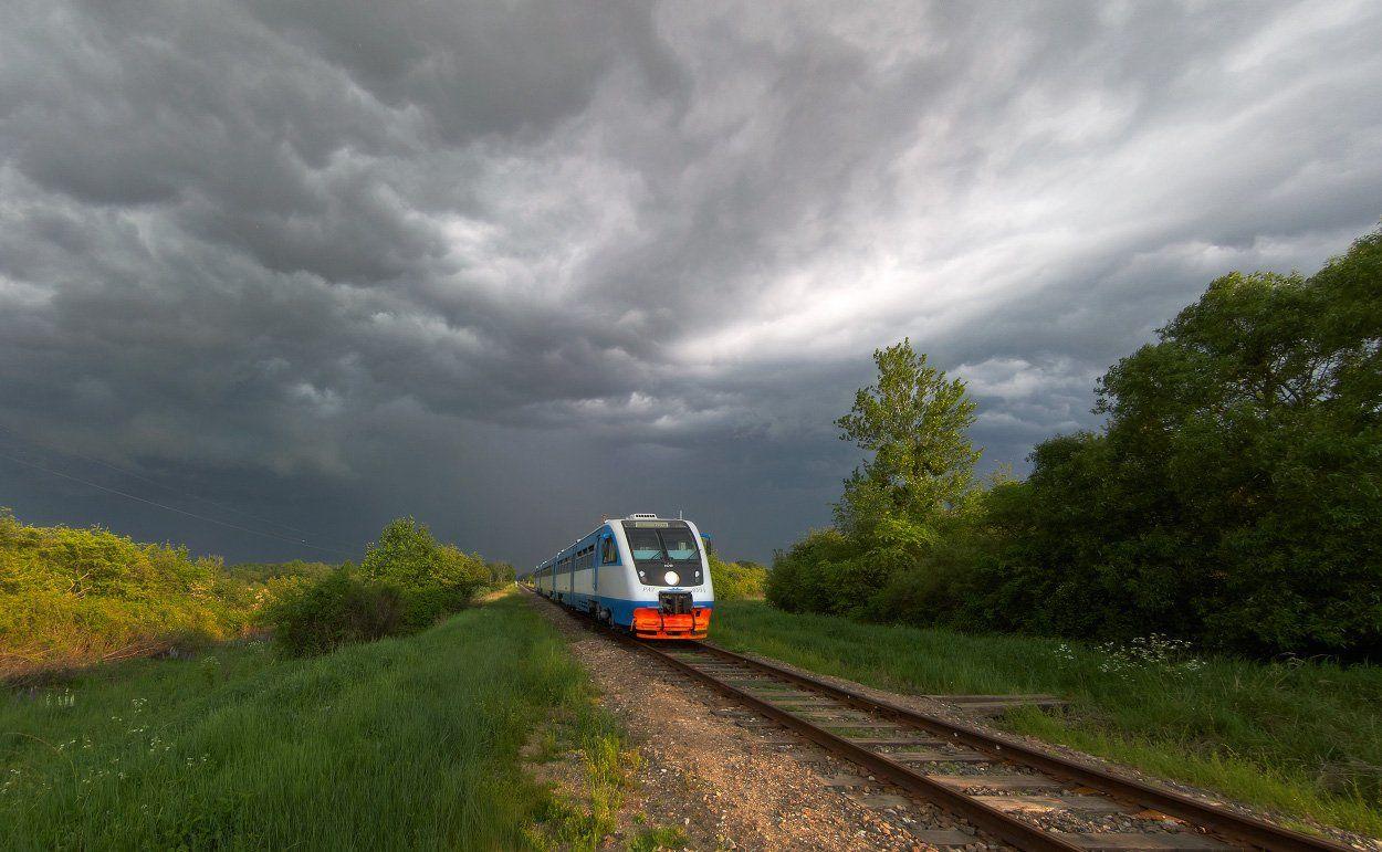 поезд, гроза, рельсы, железная дорога, облака, Владимир Петрукович