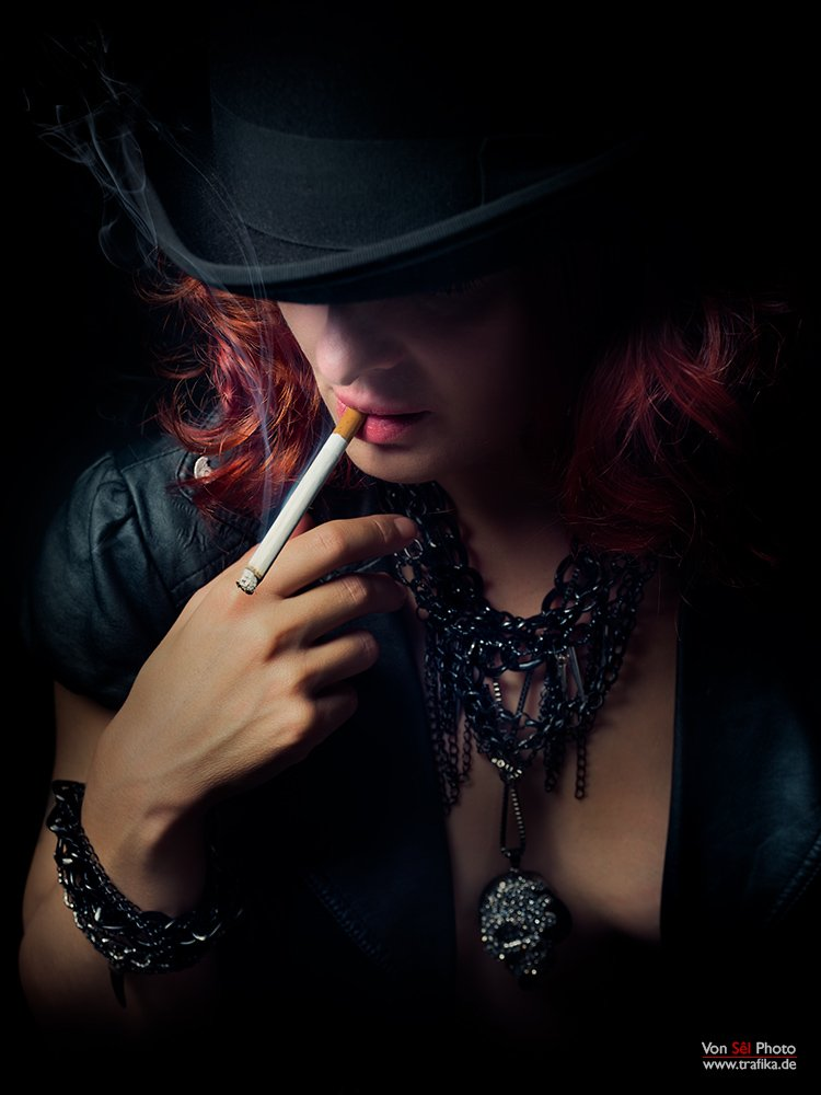 hat, smoke, black, cigarette, atmosphere, jewelry, bracelet, necklace, red, Von Sel