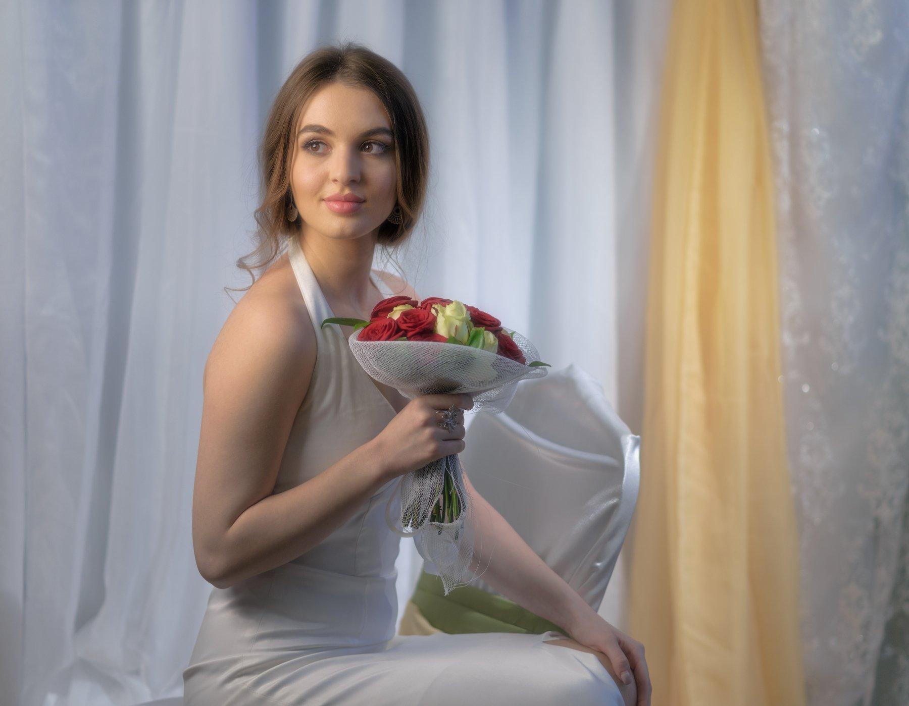 devochki-s-buketom-roz