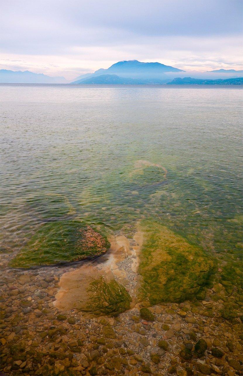 озеро, гарда, италия, сермион, горы, альпы, камни, дымка, туман, Андрей Кобыща