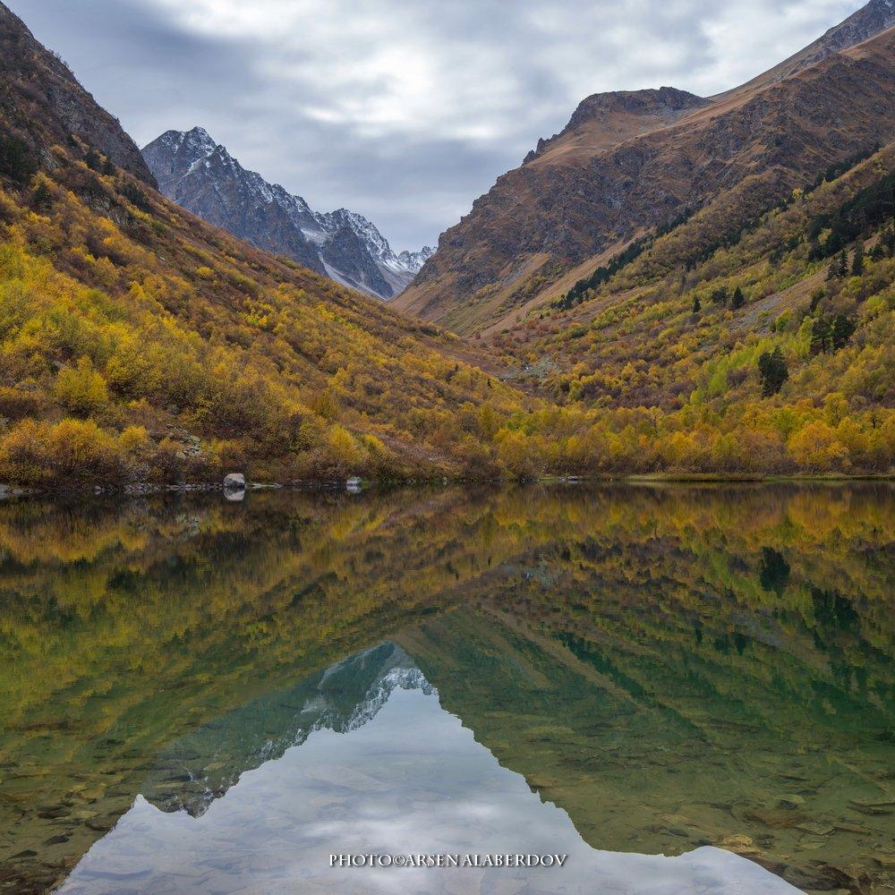 горы, предгорья, осень, хребет, вершины, пики, озеро,каньон, обрыв, скалы,облака, путешествия, туризм, карачаево-черкесия, кабардино-балкария, северный кавказ, АрсенАл