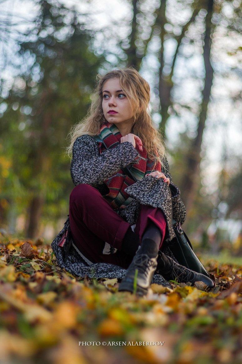 осень, портрет, девушка, блондинка, модель, глаза, вода, лист, лес, АрсенАл