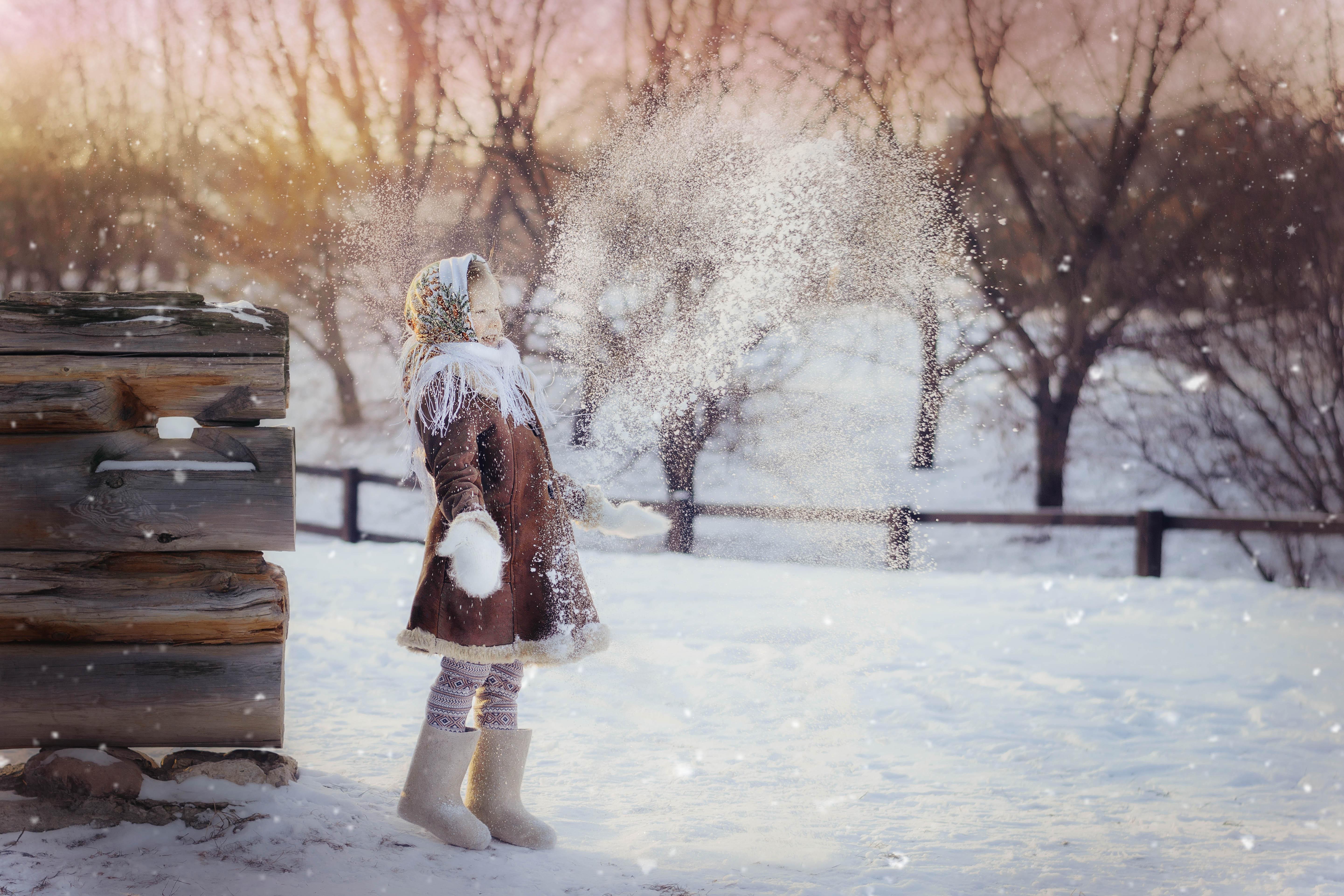 детство, дети, зима, снег, деревня, девочка, улыбка, смех, Марина Петра