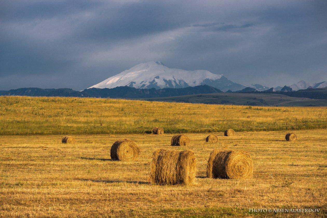 горы, предгорья, осень, хребет, вершины, пики,поле, сено, скалы,облака, путешествия, туризм, карачаево-черкесия, кабардино-балкария, северный кавказ,ночь, ночная съёмка,звёзды,звёздное небо,эльбрус, АрсенАл