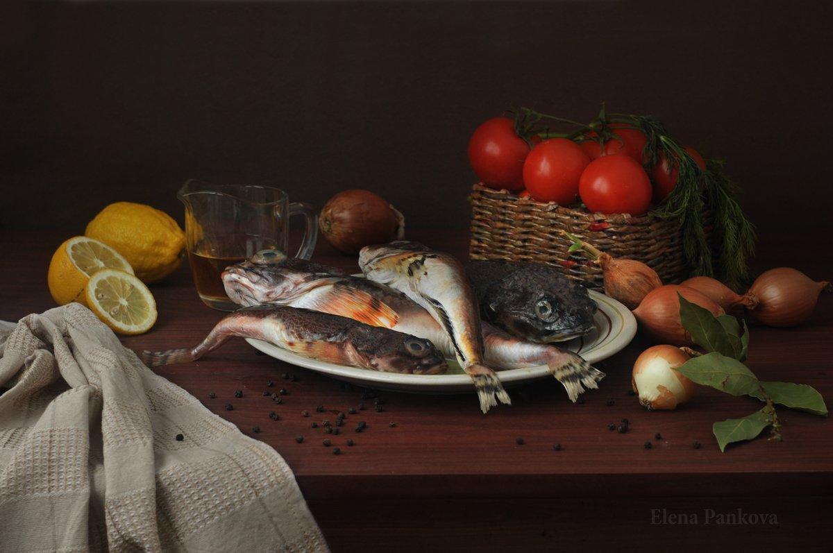 бычки, рыба, лимон, лук, помидоры, Elena Pankova