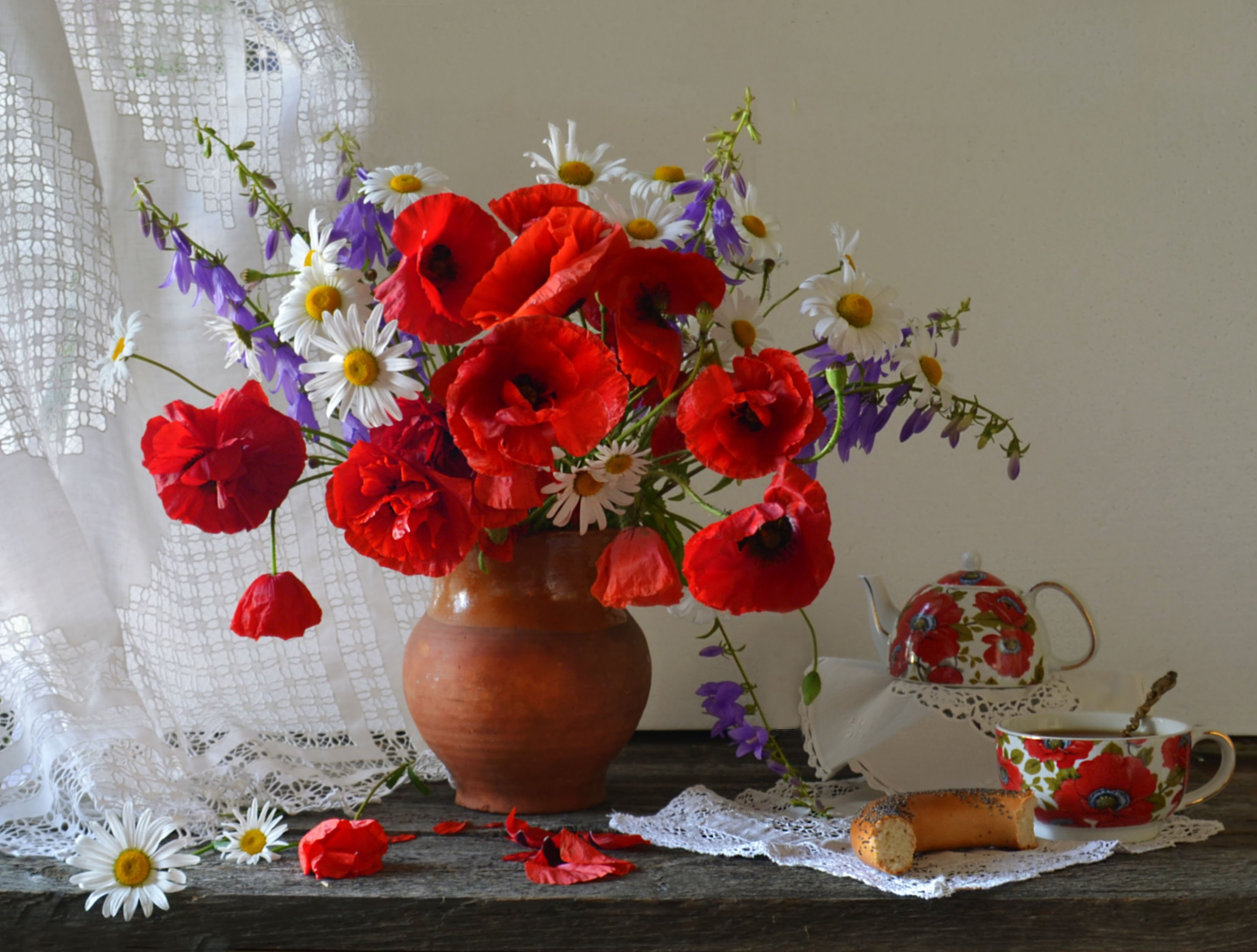 still life, натюрморт, август, колокольчики, кружева, лето, маки,  ромашки, фарфор, фото натюрморт, цветы, Колова Валентина
