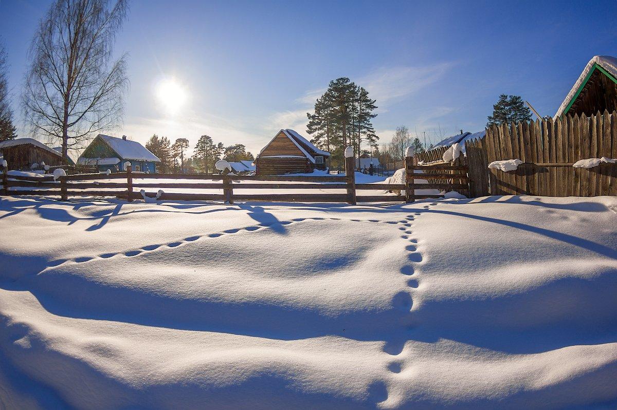 март снег солнце деревня дом забор тени, Марина Мурашова