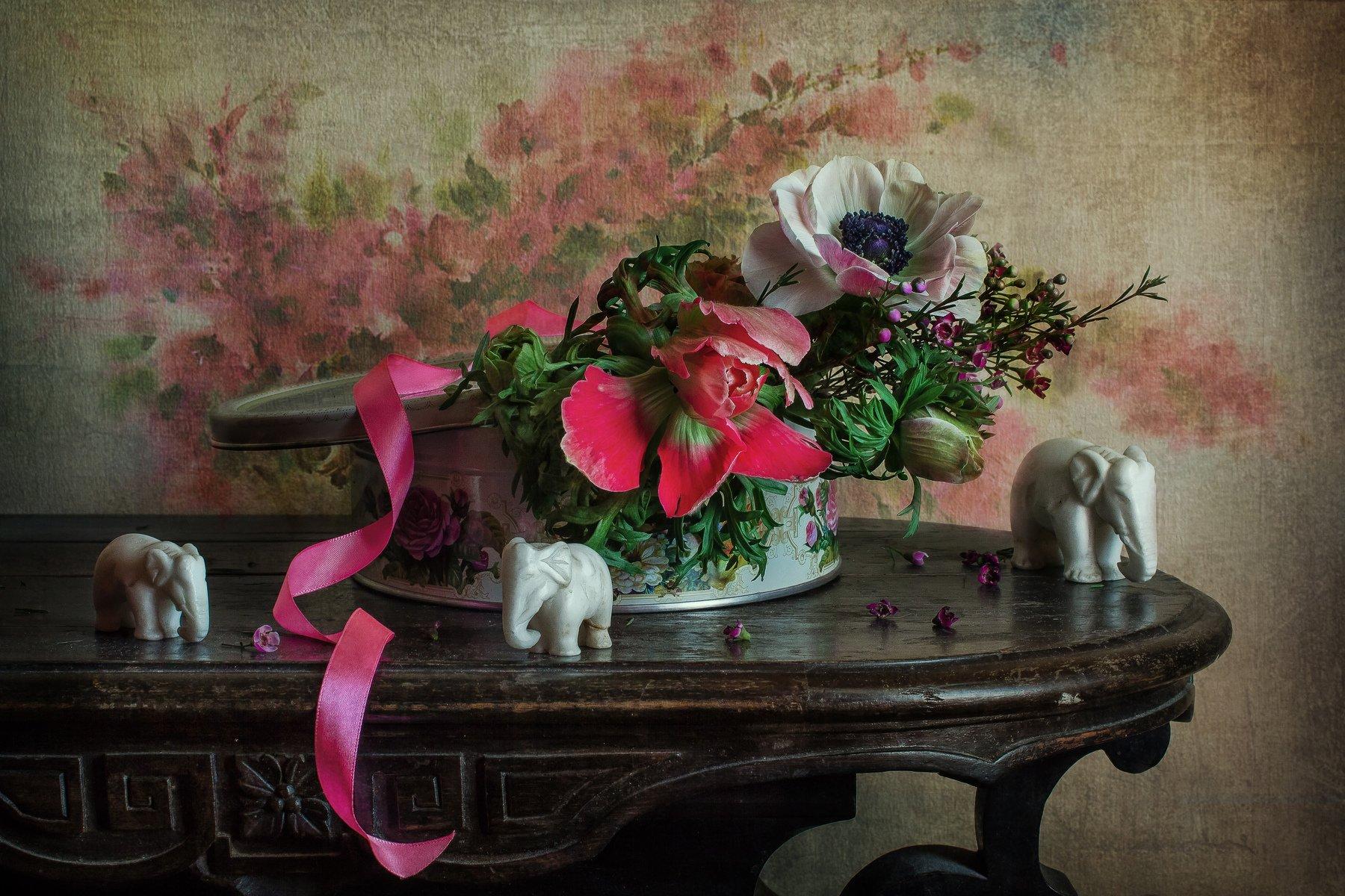 натюрморт, цветы, анемоны, статуэтка, слон, Анна Петина