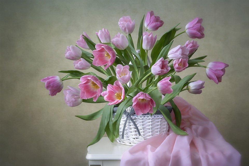 натюрморт, весна, цветы, букет, розовые тюльпаны, корзина, Ирина Приходько