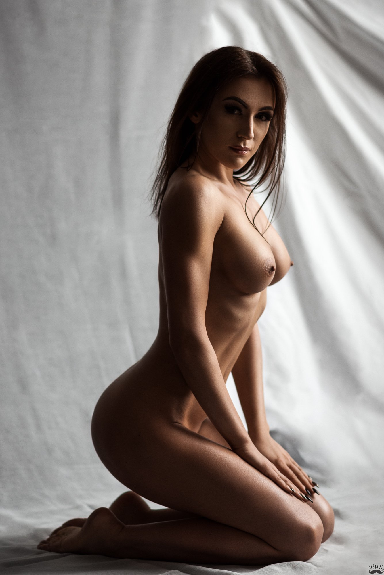 portrait, nude, fit, body, look, dramatic, colors, style, fine nude, woman, topless, look , Tomash