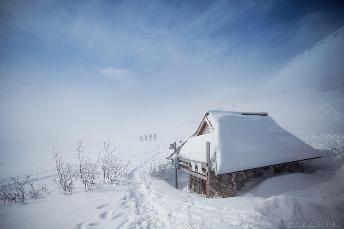 poland, polish, tatry, tatras, mountains, snow, winter, wanderers, clouds, cold, frozen, shelter, Tomasz Wieczorek