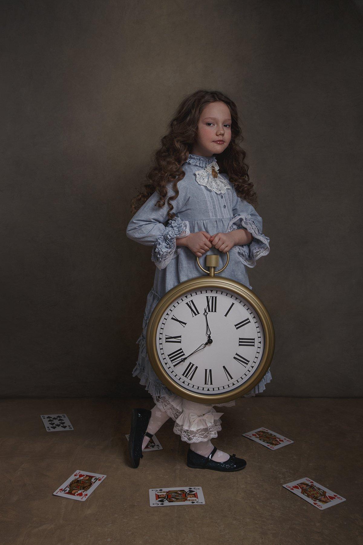 девочка, алиса с стран чудес, портрет, арт, часы, карты, сказка, Юлия Дурова