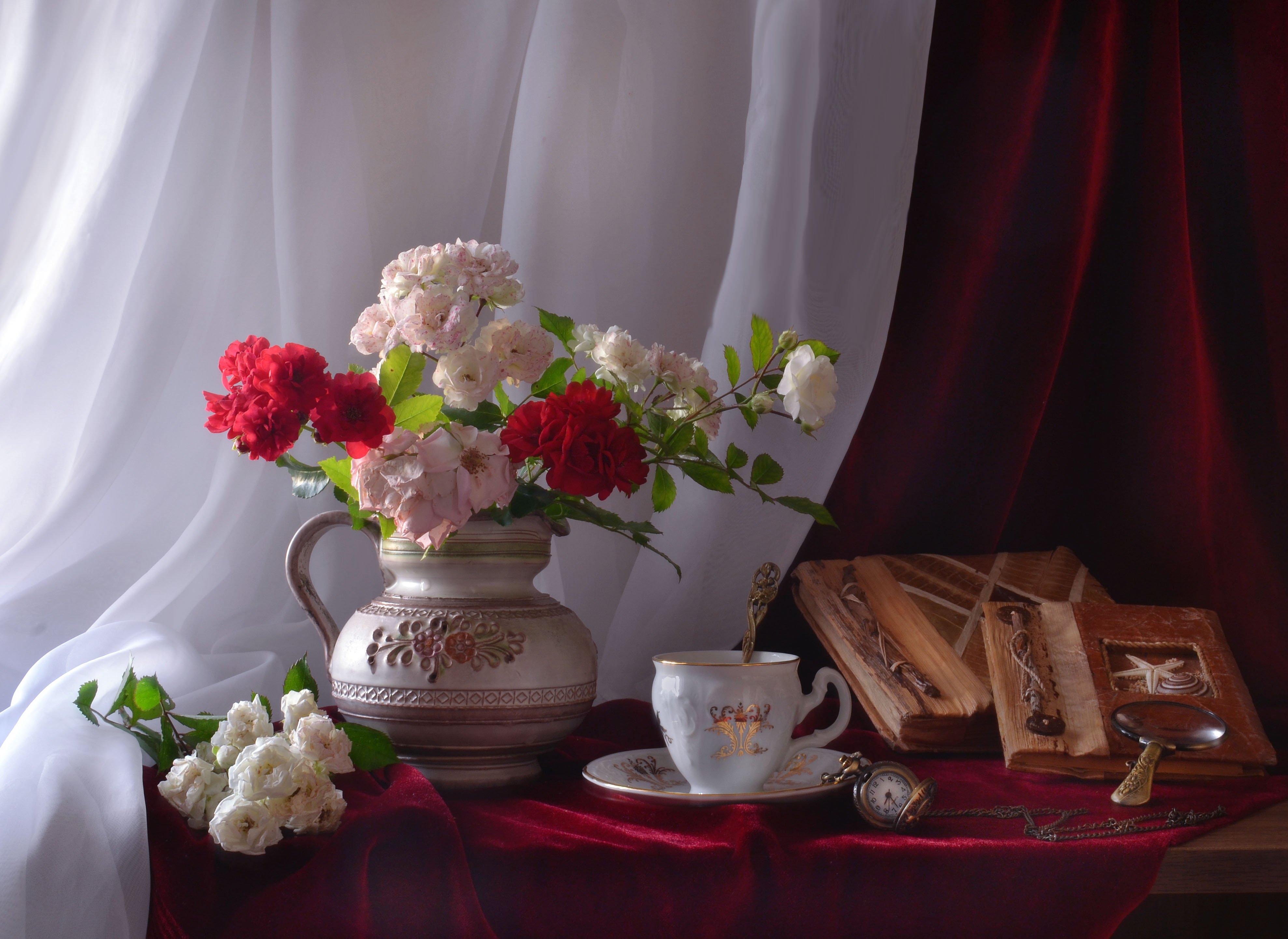 still life, натюрморт ,, время, лето, память, размышления, розы, старые альбомы, стихи, фото натюрморт, цветы, часы, Колова Валентина