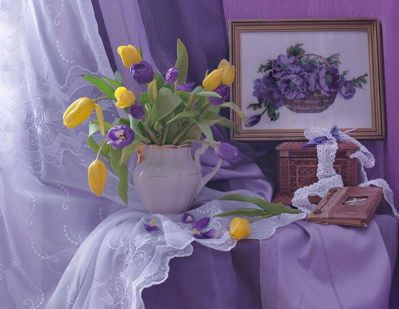 """still life, натюрморт , апрель, весна,    фото натюрморт, цветы, тюльпаны, вышивка """"сиреневые тюльпаны"""", зонтик, альбом, Колова Валентина"""