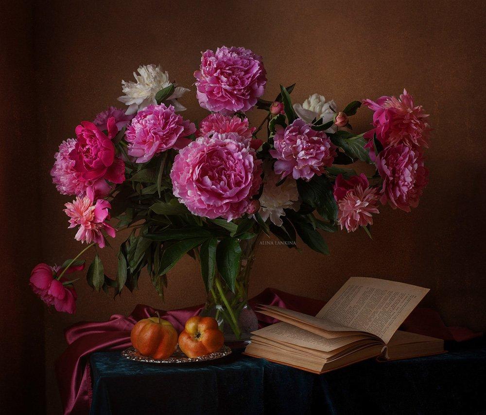 натюрморт, фотонатюрморт, цветы, пионы, розовые пионы, книга, яблоко, вечер, лето, алина ланкина, свет, still life, Алина Ланкина