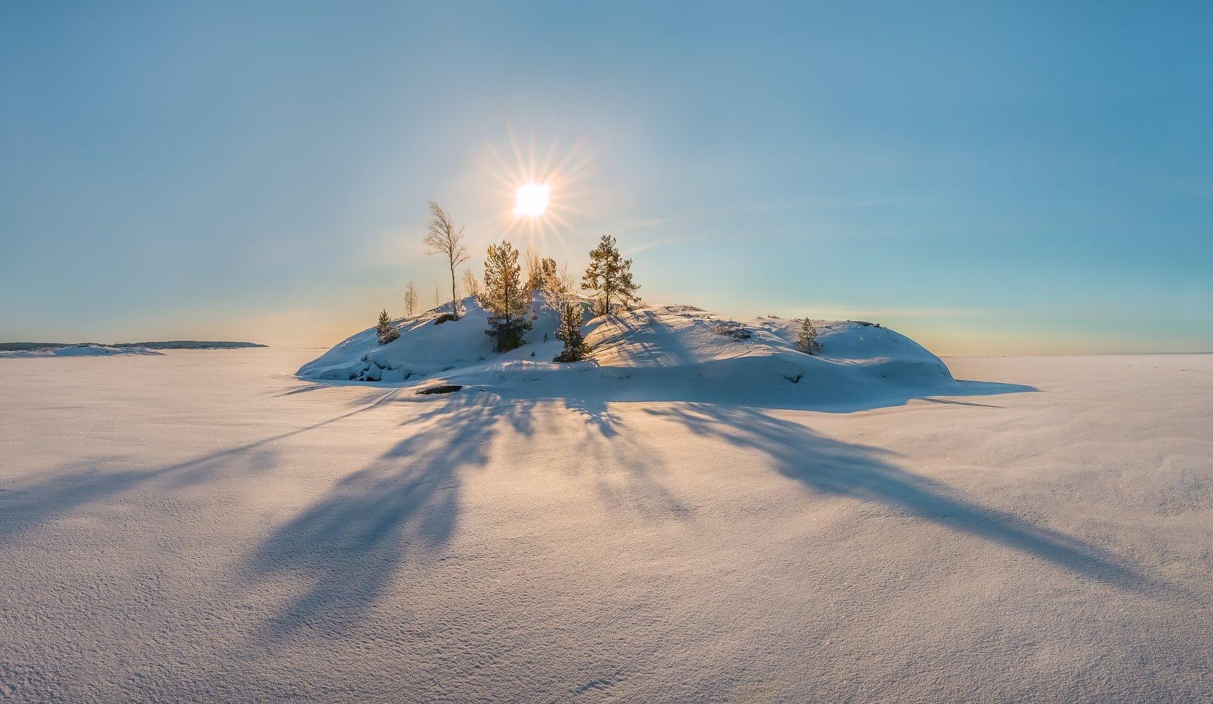 ладожское озеро, карелия, остров, зима, снег, фототур, скалы, шхеры, рассвет, деревья, солнце, день, тени, пустыня,, Лашков Фёдор