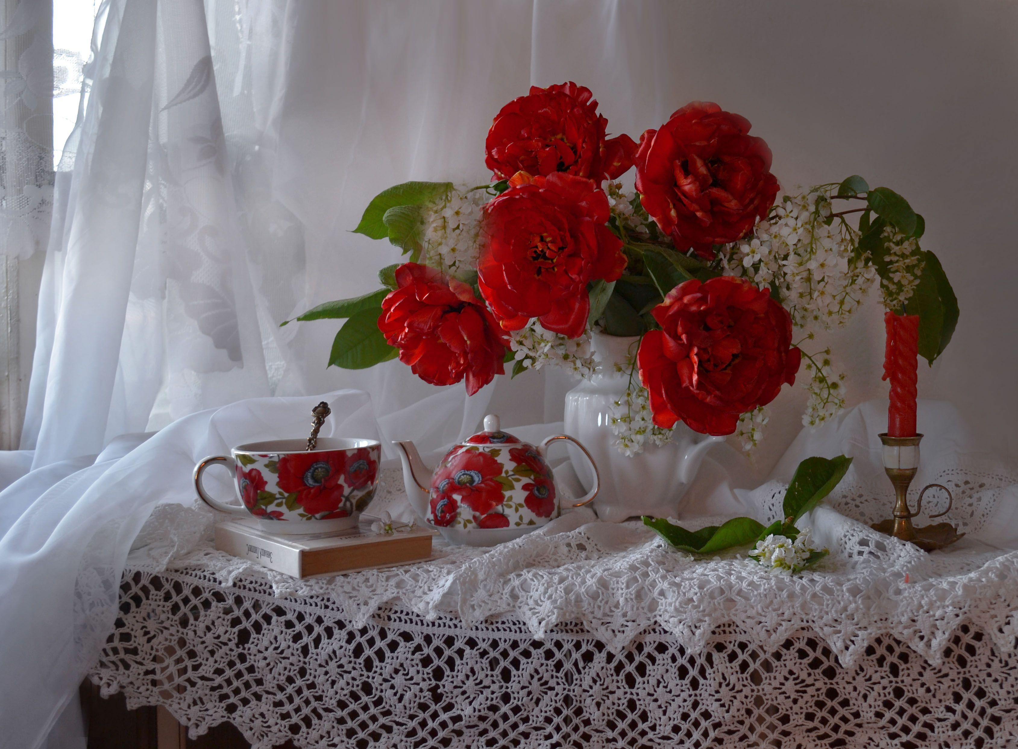 still life, натюрморт,  весна, май, подсвечник, свеча, тюльпаны пионовидные, цветы, черёмуха, фарфор, чайник, на закате, Колова Валентина