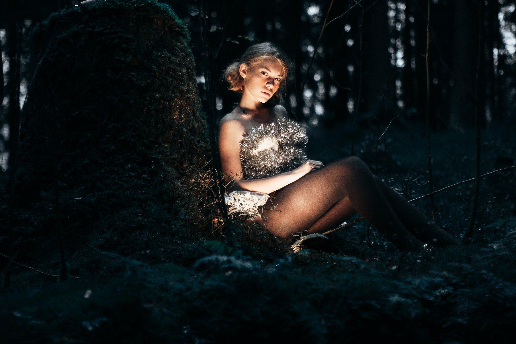 портрет, девушка, сумерки, гламур, атмосфера, лес, свет, Олег Карсаков